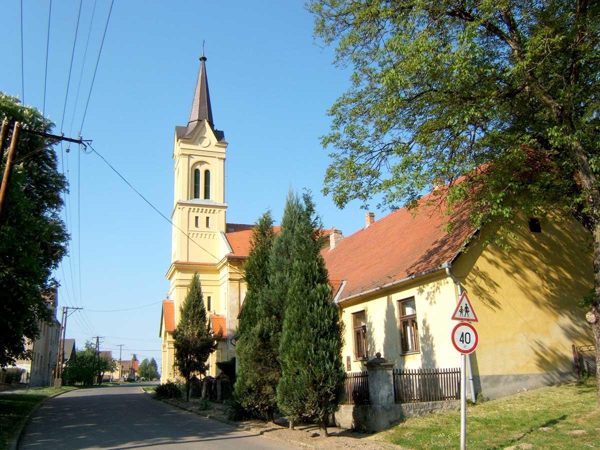Katolikus templom -Mozsgó