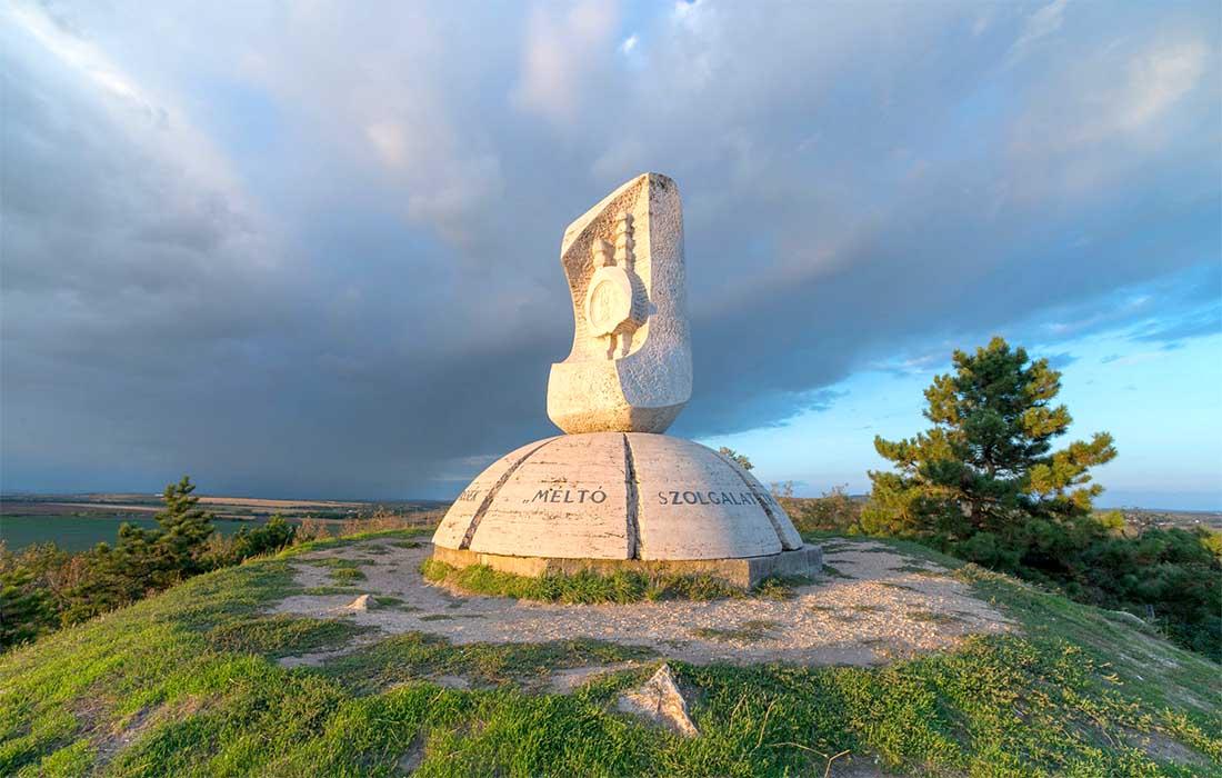 Aranybulla emlékmű - Székesfehérvár