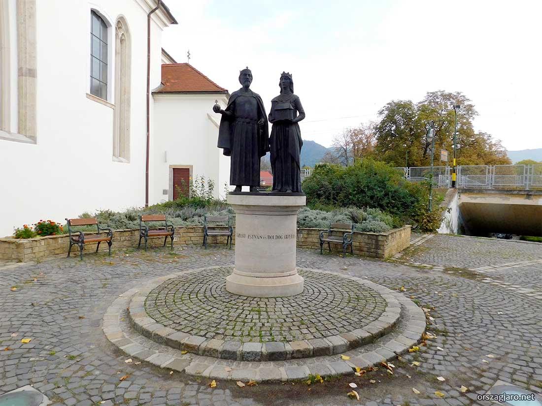 Szent István és Gizella Szobra - Nagymaros